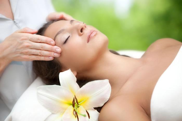 顔のゆがみを治すエクササイズや注意すること