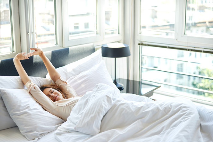 寝たままできる朝ストレッチの方法