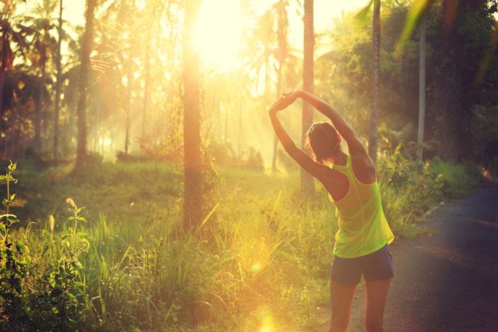 散歩とウォーキング、どう違うの?どっちがダイエットに効果的?