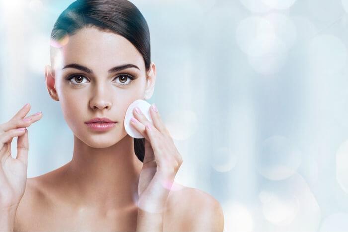 コットンと手、化粧水の付け方で正しいのはどっち?